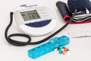 Što uzrokuje povišen krvni tlak ili hipertenziju