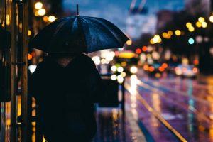 Čini li kiša ljude depresivnima?!