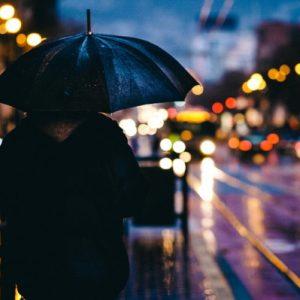 Čini li kiša ljude depresivnima