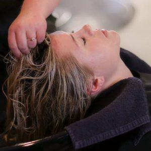 Sijeda kosa - 10 savjeta kako prekriti izrast i rjeđe se bojati